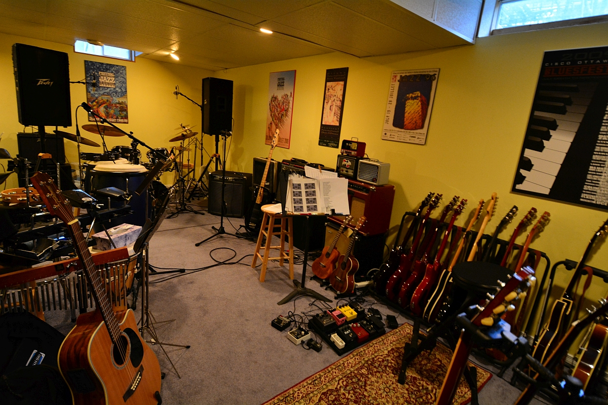 Show Your Jam Space Man Cave Guitar Room Page 2 My Les Paul